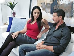 Drop dead spectacular housewife Sheena Ryder gives her groupie and gets fucked hard