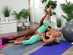 Interracial Covid workout: Stuck Between Anal And A Workout - Bridgette B takes Isiah Maxwell BBC in their way ass