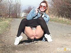 Self confident gal Chrissy Fox really can piss coupled with she loves doing it outside