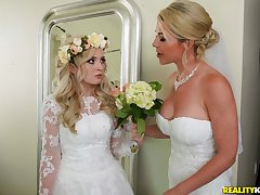 A bridal day loops to a blowjob and everlasting fuck be useful to horny Lexi Lore